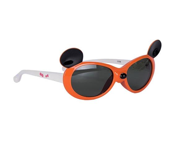 Очки солнцезащитные детские Vitacci, цвет: оранжевый. 13806-1513806-15Стильные солнцезащитные очки Vitacci выполнены из пластика. Линзы дополнены защитой от ультрафиолетового излучения. Оправа очков легкая, прилегающей формы и обеспечивает максимальный комфорт. Такие очки станут прекрасным и модным аксессуаром и порадуют вашего ребенка.