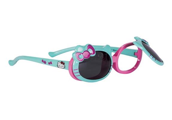 Очки солнцезащитные для девочки Vitacci, цвет: голубой. 13807-1013807-10Стильные солнцезащитные очки Vitacci выполнены из пластика. Линзы дополнены защитой от ультрафиолетового излучения. Оправа очков легкая, прилегающей формы и обеспечивает максимальный комфорт. Такие очки станут прекрасным и модным аксессуаром и порадуют вашего ребенка.