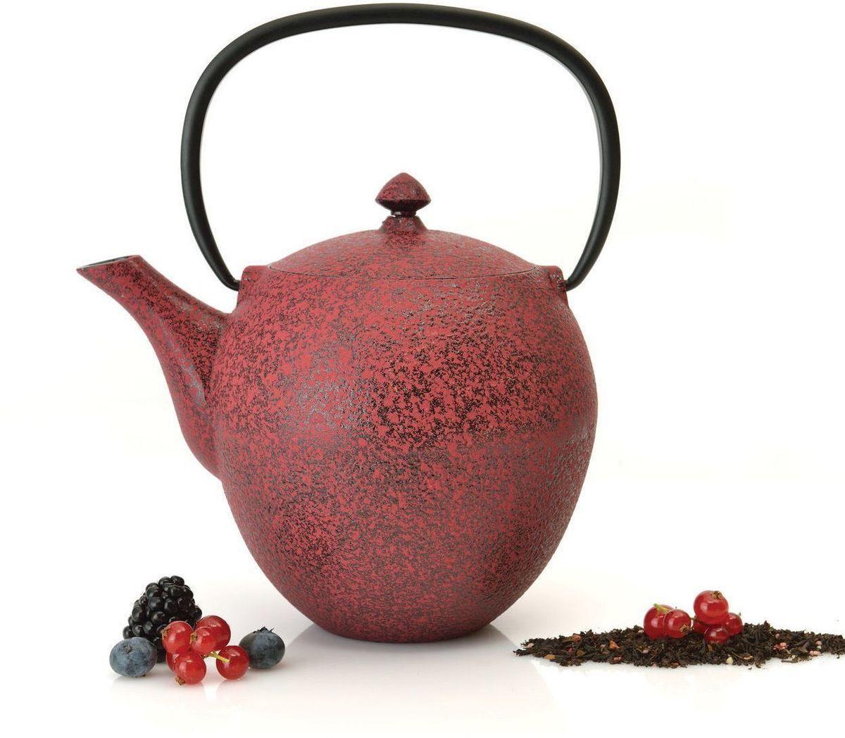 Чугунный чайник BergHOFF Studio, цвет: темно-красный, 1,0 л1107044Чайник Studio изготовлен из чугуна, благодаря которому сохраняет чай дольше горячим. Кроме того, благодаря равномерному распределению тепла в чугуне, улучшается натуральный вкус чайных листьев. Мелкосетчатый фильтр позволяет наслаждаться чаем без докучливых чаинок в Вашей чашке. Внутреннее покрытие из прочной эмали обеспечивает защиту от коррозии. Рекомендована ручная мойка. Упакован в подарочную коробку.
