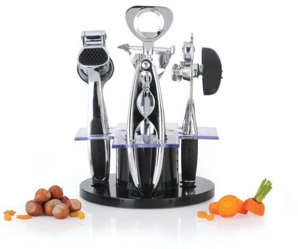 Набор кухонных принадлженостей BergHOFF Orion, 6 предметов1107769Набор кухонных принадлежностей BergHOFF Orion, выполненный из высококачественной нержавеющей стали, состоит из консервного ключа, орехокола, пресса для чеснока, штопора, ножа для очистки овощей. Все предметы компактно размещаются на вращающейся акриловой подставке. Такие инструменты способны быстро и эффективно облегчить работу в процессе приготовления пищи. Размер подставки: 17 см х 17 см х 7 см, Длина консервного ключа: 19 см, Длина орехокола: 17 см, Длина пресса для чеснока: 19 см, Длина штопора: 19 см, Длина нож для чистки овощей: 17 см. Длина лезвия ножа для чистки овощей: 5 см. Не рекомендуется мыть в посудомоечной машине.