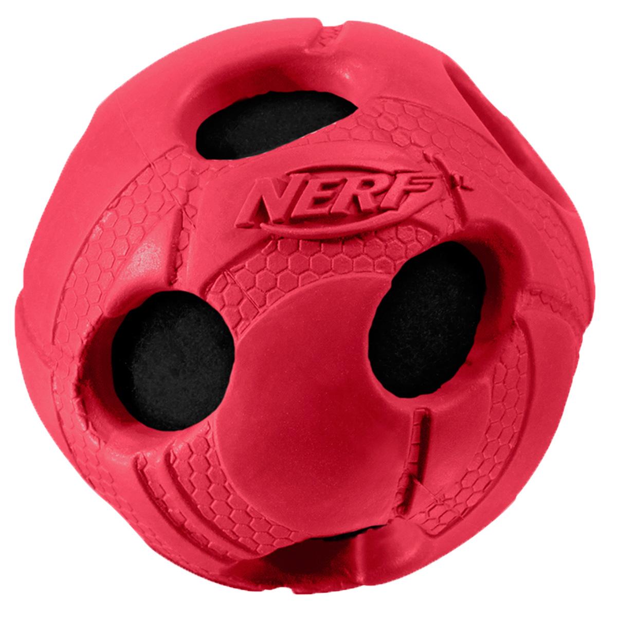Игрушка для собак Nerf Мяч, с отверстиями, 5 см22262Мяч из прочной резины с теннисным мячем внутри! Высококачественные прочные материалы, из которых изготовлена игрушка, обеспечивают долговечность использования! Звук мяча дополнительно увлекает собаку игрой! Яркие привлекательные цвета! Рельефный рисунок! Игрушки Nerf Dog представлены в различных сериях в зависимости от рисунка, фактуры и материала, из которого они изготовлены (резина, ТПР, нейлон, пластик, каучук). Размер: 5 см, XS.