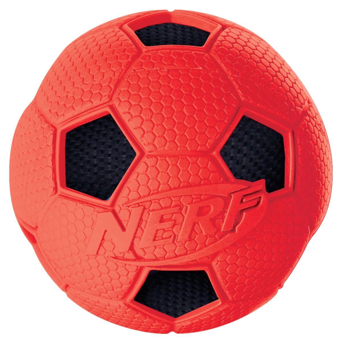 Игрушка для собак Nerf Мяч футбольный, диаметр 6 см22316Мяч с рельефным рисунком и нейлоновым хрустящим мячом внутри! Высококачественные прочные материалы, из которых изготовлена игрушка, обеспечивают долговечность использования! Звук мяча дополнительно увлекает собаку игрой! Яркие привлекательные цвета! Игрушки Nerf Dog представлены в различных сериях в зависимости от рисунка, фактуры и материала, из которого они изготовлены (резина, ТПР, нейлон, пластик, каучук). Размер: 6 см, S.