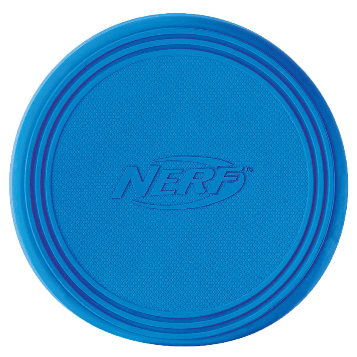 Игрушка для собак Nerf Диск для фрисби, 22,5 см22408Летающая тарелка-фрисби –это удивительный спортивный снаряд, с которым не придется скучать! Кроме великолепных лётных качеств, диск безопасен для собачьих зубов и десен! Диск изготовлен из сверхпрочной резины, что обеспечивает долговечность использования! Высококачественные прочные материалы, из которых изготовлена игрушка, обеспечивают долговечность использования! Оптимальна для перетягивания, подходит для игры двух собак! Яркие привлекательные цвета! Размер: 22,5 см.