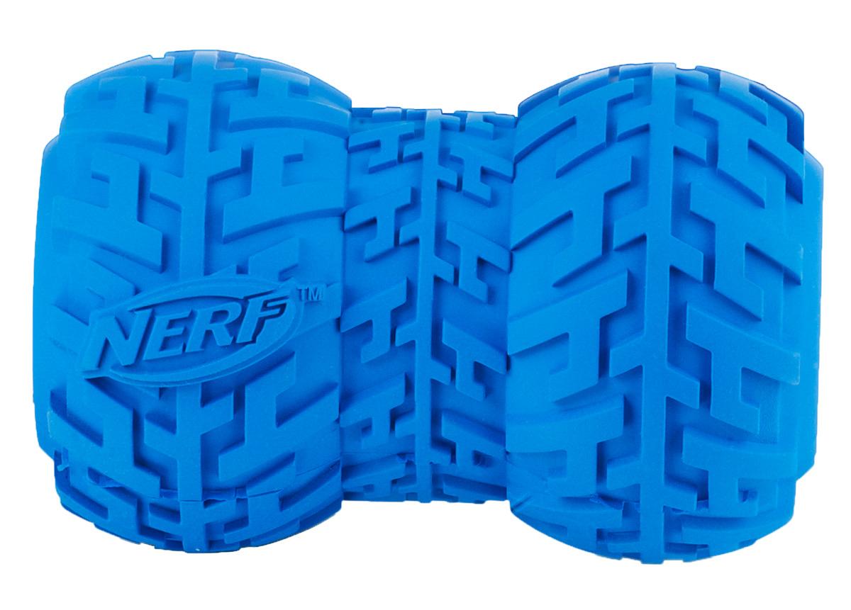 Игрушка-кормушка для собак Nerf Шина, 10 см22491Игрушка с уникальным рисунком протектора шины! Подходит для собак с самой мощной челюстью! Высококачественные прочные материалы, из которых изготовлена игрушка, обеспечивают долговечность использования! Полость внутри предназначена для любимого лакомства вашего питомца! Яркие привлекательные цвета! Игрушки Nerf Dog представлены в различных сериях в зависимости от рисунка, фактуры и материала, из которого они изготовлены (резина, ТПР, нейлон, пластик, каучук). Размер: 10 см, L.