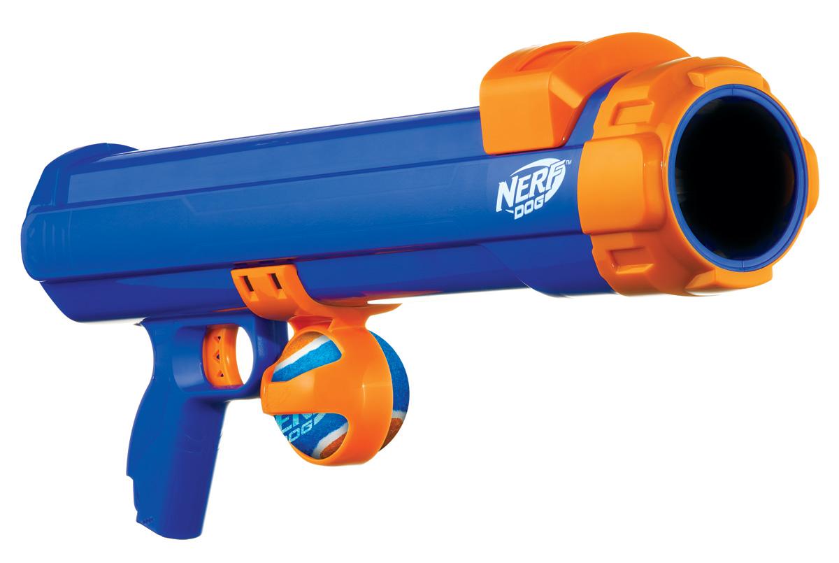 Бластер для игры с собакой Nerf, 50 см29940НОВИНКА!!! Хит сезона!!! Бластер NERF DOG Tennis Ball. Известный американский производитель игрушек для детей Hasbro , который обеспечивает незабываемые часы отдыха детям по всему миру, теперь предлагает такое же захватывающее приключение для лучшего друга человека – бластер NERF DOG. Бластер NERF DOG - это: *Мощный и безопасный пусковой механизм; *Пуск мяча на 15 метров; *Автоматический забор мяча; *Море эмоций!!! Линейка предлагает множество удивительных игрушек для собак, специально предназначенных для захватывающих и интерактивных игр. В коллекции используются высокотехнологичные материалы, обеспечивающие безопасность и прочность. Игрушки Nerf Dog представлены в различных сериях в зависимости от рисунка, фактуры и материала, из которого они изготовлены (резина, ТПР, нейлон, пластик, каучук). Например, линейка NERF DOG tire может развлекать собаку в течение нескольких часов подряд. Эти игрушки имеют рисунок протектора шины, которые делают захват...