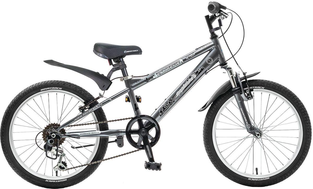 Велосипед детский Novatrack Extreme, цвет: темно-серый, 2020SH6V.EXTREME.GR5Novatrack Extreme 20'' – это безопасный и надежный велосипед для мальчиков 7-10 лет, который поможет освоить азы катания на скоростном велосипеде. 20 дюймовые колеса уже отличают эту модель от велосипедов, на которых катаются дошколята. Велосипед оснащен 6-скоростной системой переключения передач, амортизационной вилкой, передним ручным тормозом, регулируемым сидением и рулем, для обеспечения удобной посадки. Велосипед достаточно легкий, поэтому ребенок сможет самостоятельно его транспортировать из дома во двор. Extreme 20'' предназначен для активной езды и готов к любым испытаниям на детской площадке, в парке и других местах, пригодных для катания.