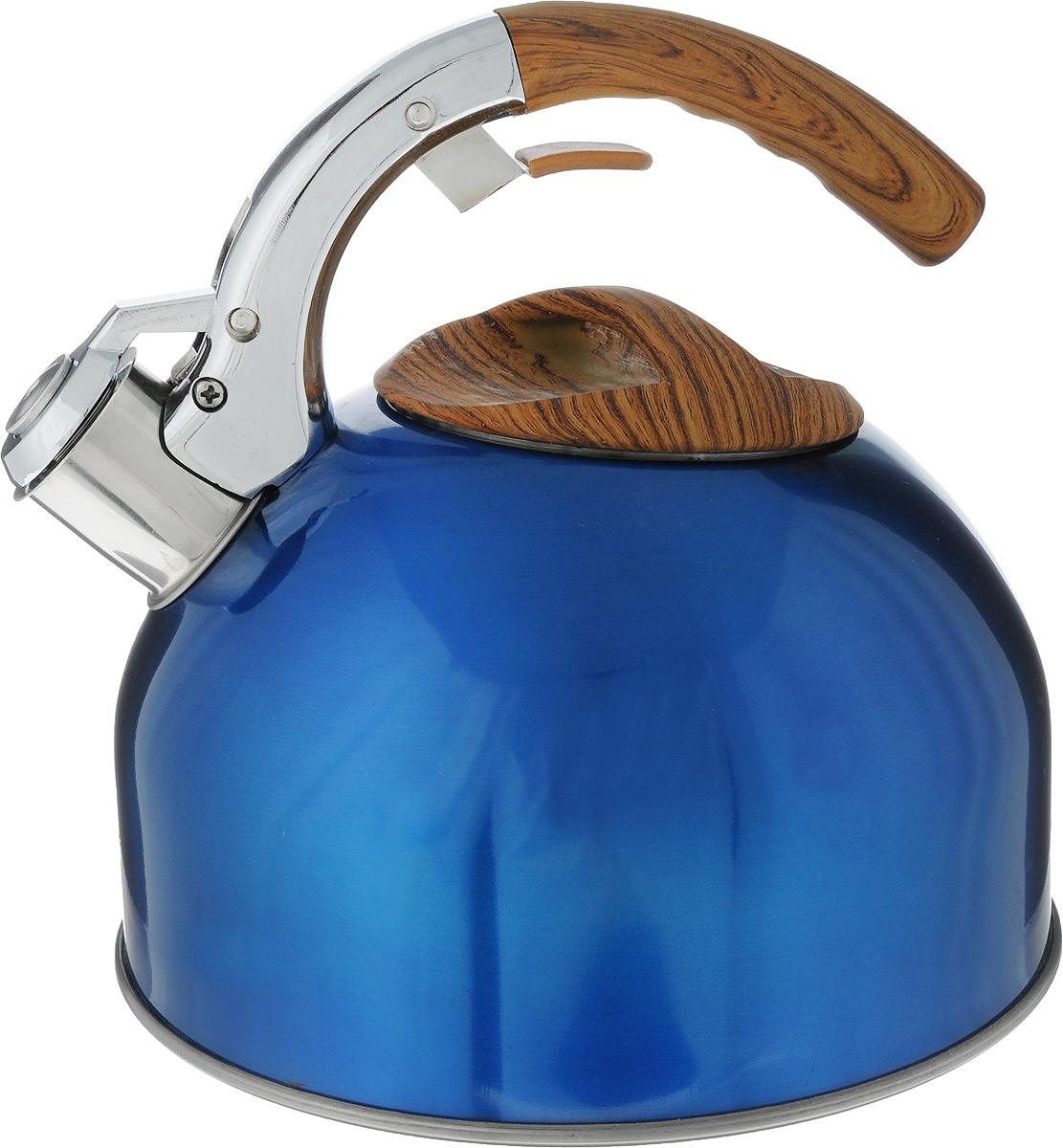 Чайник Marta, со свистком, цвет: синий, 3 л. MT-3040MT-3040Чайник Marta выполнен из высококачественной нержавеющей стали и оснащен ненагревающейся открытой ручкой с силиконовым покрытием. Теплоемкое трехслойное капсульное дно обеспечивает быстрый нагрев чайника и равномерно распределяет тепло по его корпусу. Кипячение воды занимает меньше времени, а вода дольше остается горячей. Свисток на носике чайника - привычный элемент комфорта и безопасности. Своевременный сигнал о готовности кипятка сэкономит время и электроэнергию, вода никогда не выкипит полностью, а чайник прослужит очень долго. Оригинальный механизм поднятия свистка добавляет чайнику индивидуальности - при поднятии чайника за ручку свисток автоматически открывает носик для удобства наливания кипятка в чашку. Чайник подходит для всех видов плит, кроме индукционных.