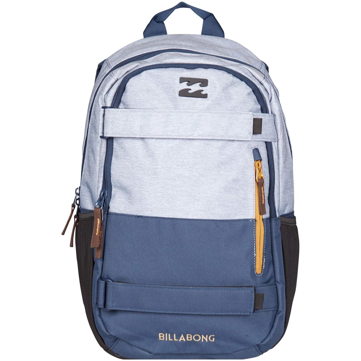 Рюкзак городской Billabong No Comply, цвет: серый, синий. 36078693686843607869368684Удобный рюкзак объемом 25 литров, дополненный ремнями для крепления скейтборда и отделением для ноутбука. Отличная модель, которая позволит с комфортом передвигаться по городу со скейтом, освободив руки, а также не переживать за сохранность ПК. Достаточный объем уверенно удовлетворит повседневные потребности, а эргономичные лямки подарят комфорт при транспортировке даже тяжело нагруженного рюкзака.