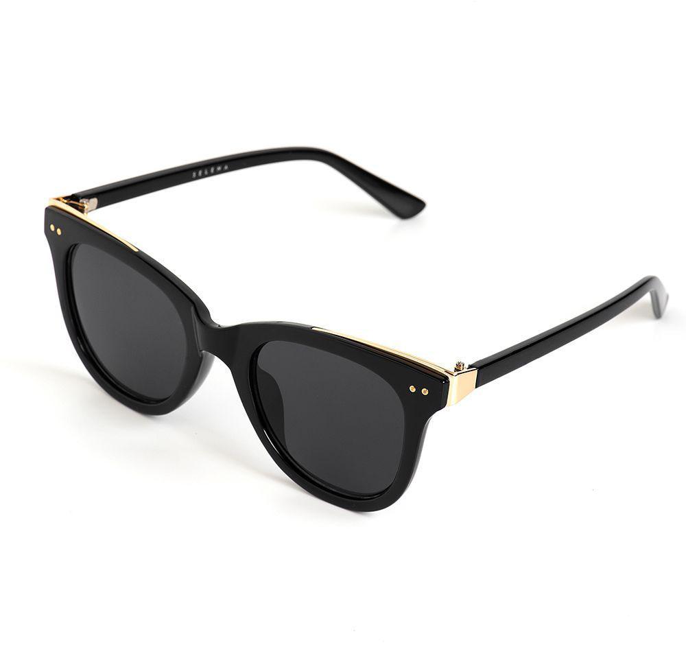 Очки солнцезащитные женские Selena, цвет: золотистый, черный. 8003629180036291Солнцезащитные женские очки Selena выполнены из качественного материала. Линзы очков обеспечивают 100% защиту от ультрафиолетовых лучей. Такие очки защитят глаза от ультрафиолетовых лучей, подчеркнут вашу индивидуальность и сделают ваш образ завершенным. Размер (ширина линзы*ширина моста-длина дужки) 53*21-142.
