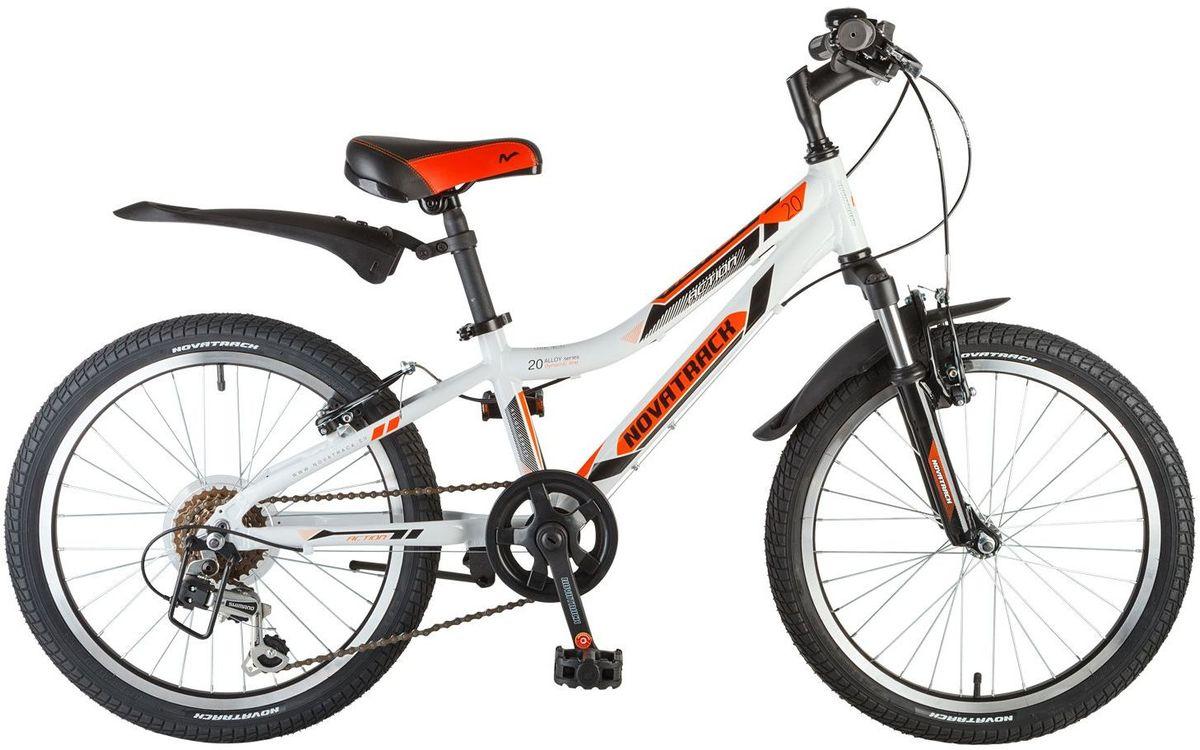 """Велосипед детский Novatrack Action, цвет: белый, 2020AH6V.ACTION.WT7Велосипед Novatrack Action 20"""" – это лучший велосипед для того, чтобы приобщить к катанию мальчика 7-10 лет. Рама велосипеда выполнена из алюминия, поэтому достаточно прочная и легкая, благодаря чему, ребенок сможет самостоятельно выносить свое транспортное средство во двор. Руль и сидение велосипеда регулируются по высоте, чтобы как можно дольше соответствовать росту ребенка .6 скоростей позволят найти оптитмальный режим езды при катании с горок и на горки. Эта модель прекрасно подойдет для обучения азам самостоятельного катания. Novatrack Action 20""""очень надежный, поэтому готов к любым дорожным испытаниям."""