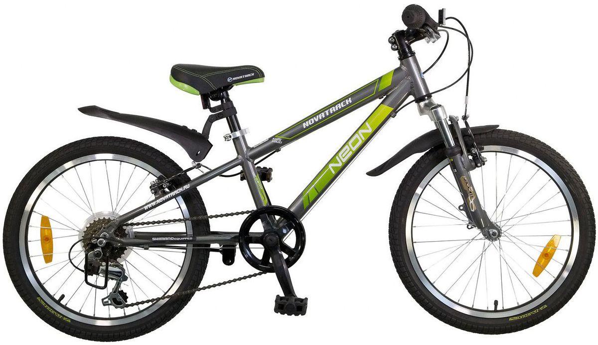 Велосипед детский Novatrack Neon, цвет: темно-серый, 2020AH6V.NEON.GR5Велосипед Novatrack Neon 20'' – это по-настоящему безопасный и стильный велосипед. Рассчитан он на ребят 7-10 лет и оснащен по последнему слову техники. В частности велосипед оборудован системой переключения, рассчитанной на 6 скоростей, тормозами V-brake, прекрасно зарекомендовавшими себя на многочисленных тестах. Все узлы и детали выполнены из сверхлегкого и суперпрочного алюминия, а крылья – из инновационного пластика. Цепь надежно защищена специальным кожухом, предотвращающим поломки и попадания одежды в мезанизм. Небольшой вес велосипеда дает ребенку возможность самостоятельно выносить свое двухколесное транспортное средство на улицу. Катафоты призваны увеличить безопасность и заметность велосипеда на дороге.
