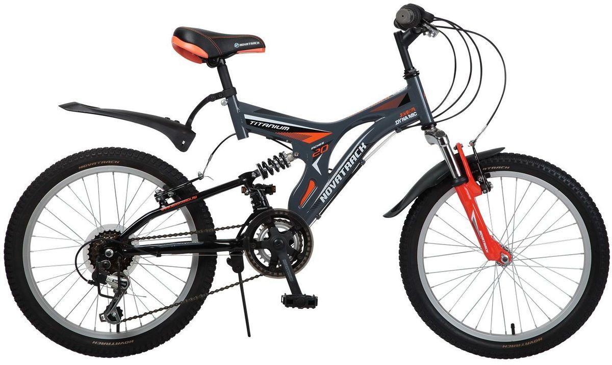 Велосипед детский Novatrack Titanium, цвет: серый, 2020SS12V.TITANIUM.GR6Велосипед Novatrack Titaniun 20 - это модель для ребят 7-10 лет, которые уже неодобрительно относится к детским велосипедам и засматриваются на большие горные велосипеды. На 20-дюймовых колесах можно кататься не только во дворе, но и по более сложным маршрутам ухабистым парковым тропинкам, небольшим горкам, где езда без амортизаторов была бы не простой. Велосипед оснащен передним и задним ручным тормозом, которые при синхронной работе обеспечивают наилучшее торможение при спуске с наклонной поверхности, а одна из 12 скоростей помогает легко преодолеть сложный подъем. Переключение передач очень нравится мальчишкам, во-первых это атрибут велосипедов для знатоков велоспорта, коим ваше чадо быстрее мечтает стать, во-вторых, ребенок учится анализировать ситуацию и выбирать соответствующую скорость для комфортной езды. С велосипедом Novatrack Titaniun 20 ваш ребенок точно не засидится дома, а будет активно двигаться на свежем воздухе, эффективно укрепляя мышцы, совершенствуя ловкость и...