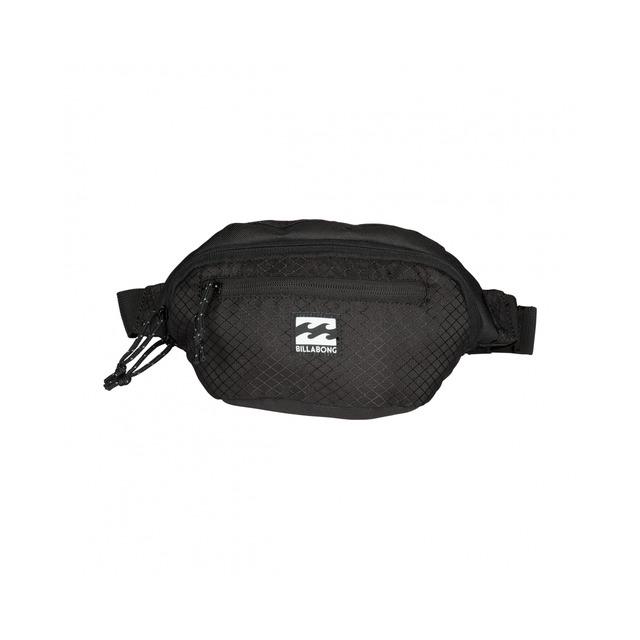 Сумка на пояс Billabong Java Waistpack, цвет: черный. 36078693691173607869369117Классическая поясная сумка, благодаря которой Вам не придется постоянно брать с собой рюкзак/большую сумку из-за того, что все необходимые аксессуары не влезают в карманы. Можете носить ее на поясе или через плечо, в любом случае, в нее с легкостью поместится связка ключей, смартфон, наличность и прочие необходимые мелочи.