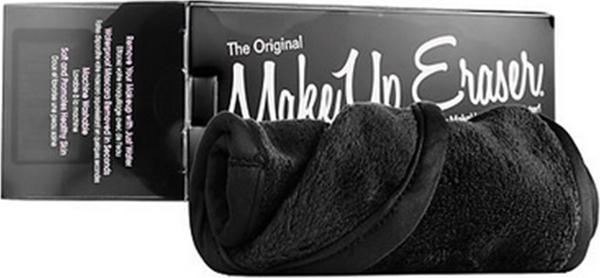 MakeUp Eraser салфетка для снятия макияжа черная000242Makeup Eraser Original (черная) уникальная салфетка, которая с невероятной легкостью снимает макияж, аккуратно очищая кожу лица абсолютно естественным образом. Салфетка воздействует без применения привычных средств для удаления декоративной косметики или умывания, значительно упрощает повседневный ритуал ухода и очищения, делает его приятным и легким. Секрет магических свойств салфетки Makeup Eraser заключается в особом переплетении полиэстеровых нитей. При производстве изделия поверхность ткани не подвергается никакой химической обработке, что гарантирует ее гипоаллергенность и безопасность применения, а для того, чтобы начать процедуру использования салфетки, достаточно просто хорошо смочить ее в чистой теплой воде. Салфетку Makeup Eraser можно с успехом применять для любого типа кожи, в том числе очень чувствительной, ее мягкое воздействие не вызывает раздражений или покраснений, высокий уровень качества ткани гарантирует длительное использование салфетки, а ее великолепные...