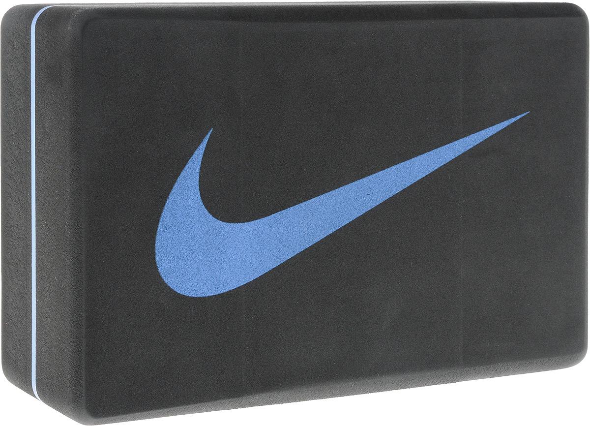 Блок для йоги Nike Essential Yoga Block, цвет: темно-серый, синий, 23,7 х 15,2 х 8,8 смN.YE.12.082.OSБлок Nike Essential Yoga Block - это опорный блок для занятий йогой, который используется как новичками, так и продвинутыми пользователями. Изделие обеспечивает надежную опору и фиксацию в различных позах. При выполнении позиций стоя и в сидячих скручиваниях блоки применяются в том случае, если вы не можете дотянуться руками до пола. Важной особенностью является возможность переворачивания блока различными сторонами (на торец, на узкую или на широкую сторону) в зависимости от потребностей практики. Блок помогает укрепить и разработать группы мышц. Порадуйте себя качественным и полезным тренажером. Размер блока: 23,7 х 15,2 х 8,8 см.