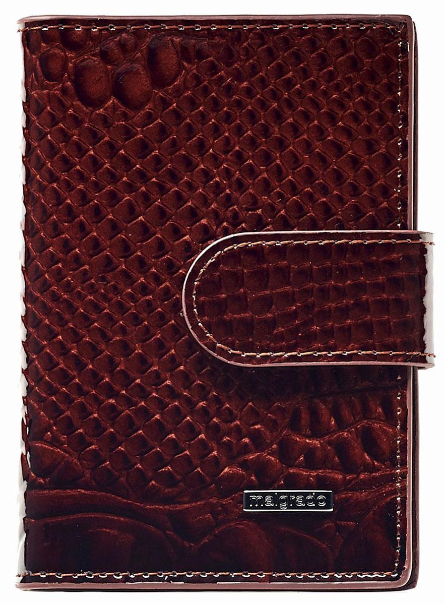 Визитница женская Malgrado, цвет: коричневый. 42003-0440342003-04403 BrownСтильная визитница Malgrado выполнена из натуральной лакированной кожи с тиснением под рептилию, оформлена металлической фурнитурой с символикой бренда. Изделие раскрывается пополам и закрывается хлястиком на кнопку. Внутри расположены: два боковых кармана, один из которых дополнен вставкой из пластика, и блок на двадцать файлов для визиток. Изделие поставляется в фирменной упаковке. Визитница Malgrado станет отличным подарком для человека, ценящего качественные и практичные вещи.