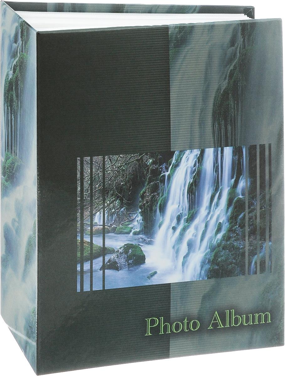 Фотоальбом Pioneer Waterfalls, 200 фотографий, цвет: темно-зеленый, 10 x 15 см46526 AV46200Фотоальбом Pioneer Waterfalls позволит вам запечатлеть незабываемые моменты вашей жизни, сохранить свои истории и воспоминания на его страницах. Обложка из толстого картона оформлена оригинальным принтом. Фотоальбом рассчитан на 200 фотографии форматом 10 x 15 см. На каждом развороте одну страницу занимают поля для заполнения, другую - кармашки для фотографий. Такой необычный фотоальбом позволит легко заполнить страницы вашей истории, и с годами ничего не забудется. Тип обложки: картон. Тип листов: полипропиленовые. Тип переплета: Материалы, использованные в изготовлении альбома, обеспечивают высокое качество хранения ваших фотографий, поэтому фотографии не желтеют со временем.
