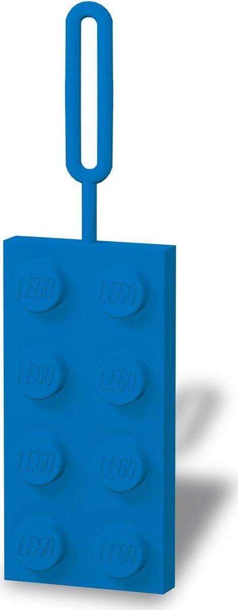 Бирка для багажа LEGO, цвет: синий. 5139051390Силиконовая бирка надежно крепится к багажу с помощью петли. Яркий и неповторимый дизайн сразу же привлечет внимание, и вы легко отыщите свой чемодан на транспортной ленте. Запишите свои контактные данные на обратной стороне бирки и можете не бояться, что ваш чемодан потеряется, ведь теперь работники аэропорта точно будут знать его хозяина.