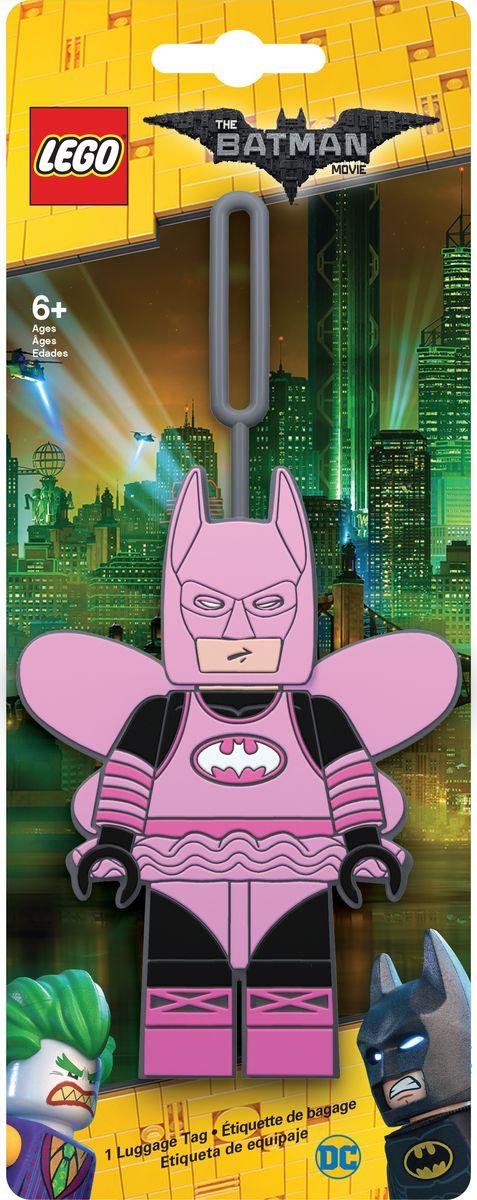 Бирка для багажа LEGO Batman Movie Fairy Princess Batman. 5172951729Силиконовая бирка надежно крепится к багажу с помощью петли. Яркий и неповторимый дизайн сразу же привлечет внимание, и вы легко отыщите свой чемодан на транспортной ленте. Запишите свои контактные данные на обратной стороне бирки и можете не бояться, что ваш чемодан потеряется, ведь теперь работники аэропорта точно будут знать его хозяина.