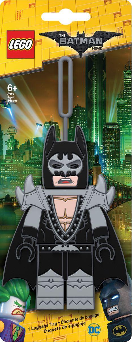 Бирка для багажа LEGO Batman Movie Glam Rocker Batman. 5174651746Силиконовая бирка надежно крепится к багажу с помощью петли. Яркий и неповторимый дизайн сразу же привлечет внимание, и вы легко отыщите свой чемодан на транспортной ленте. Запишите свои контактные данные на обратной стороне бирки и можете не бояться, что ваш чемодан потеряется, ведь теперь работники аэропорта точно будут знать его хозяина.