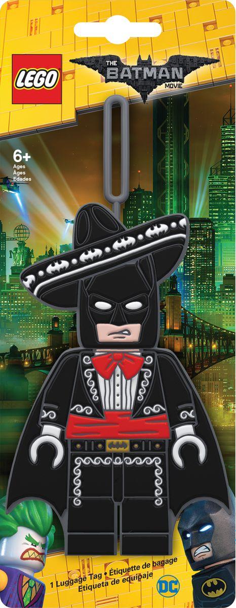 Бирка для багажа LEGO Batman Movie Mariachi Batman. 5175651756Силиконовая бирка надежно крепится к багажу с помощью петли. Яркий и неповторимый дизайн сразу же привлечет внимание, и вы легко отыщите свой чемодан на транспортной ленте. Запишите свои контактные данные на обратной стороне бирки и можете не бояться, что ваш чемодан потеряется, ведь теперь работники аэропорта точно будут знать его хозяина.