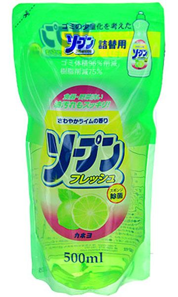 Жидкость для мытья посуды Kaneyo, с ароматом свежего лайма, сменная упаковка, 500 мл27090Жидкость с приятным освежающим ароматом лайма Kaneyo предназначена для мытья посуды, кухонной утвари и дезинфекции губок для мытья посуды. Обладает антибактериальным действием и удаляет любые неприятные запахи, например, с разделочных досок. Великолепно справляется с жиром даже в холодной воде. Благодаря содержанию моющих компонентов растительного происхождения, средство очень мягко воздействует на кожу рук, не раздражая ее. Подходит даже для мытья овощей и фруктов. Товар сертифицирован.