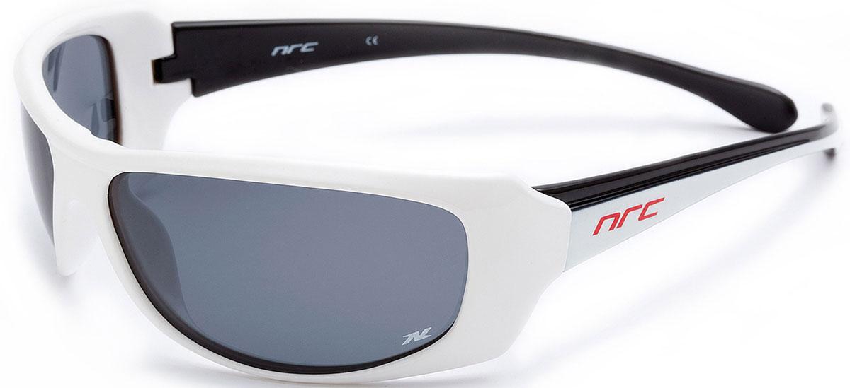 Очки солнцезащитные NRC, поляризованные, цвет: белый. 2100321003Бренд NRC представляет очки, предназначенные как для езды на велосипеде, так и для многих других видов спорта. NRC известен собственными фирменными разработками, адаптирующими очки под разные климатические условия, различное время суток, степень освещенности, а также под индивидуальные потребности каждого конкретного пользователя. Очки блестящие(глянцевые) бело-черные Дымчатые поляризованные линзы Материал оправы –термопластичный эластомер (ТPE) Оправа - небьющаяся, гибкая, мягкая, легкая, удобная и безопасная Материал линзы - триацетат целлюлоза(TAC) Особенности линзы -поляризованная[BIO] Покрытие –защитное от царапин[NOSCRATCH] Прозрачность -21% Категория фильтра -2 Вес -28,3 г Кривизна (изгиб) -9