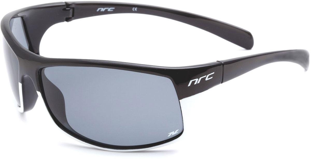 Очки солнцезащитные NRC, поляризованные, цвет: черный. 2100421004Бренд NRC представляет очки, предназначенные как для езды на велосипеде, так и для многих других видов спорта. NRC известен собственными фирменными разработками, адаптирующими очки под разные климатические условия, различное время суток, степень освещенности, а также под индивидуальные потребности каждого конкретного пользователя. Очки блестящие(глянцевые) черно-белые Дымчатые поляризованные линзы Материал оправы –термопластичный эластомер (ТPE) Оправа - небьющаяся, гибкая, мягкая, легкая, удобная и безопасная Материал линзы - триацетат целлюлоза(TAC) Особенности линзы -поляризованная[BIO] Покрытие –защитное от царапин[NOSCRATCH] Прозрачность -21% Категория фильтра -2 Вес -28,3 г Кривизна (изгиб) -9