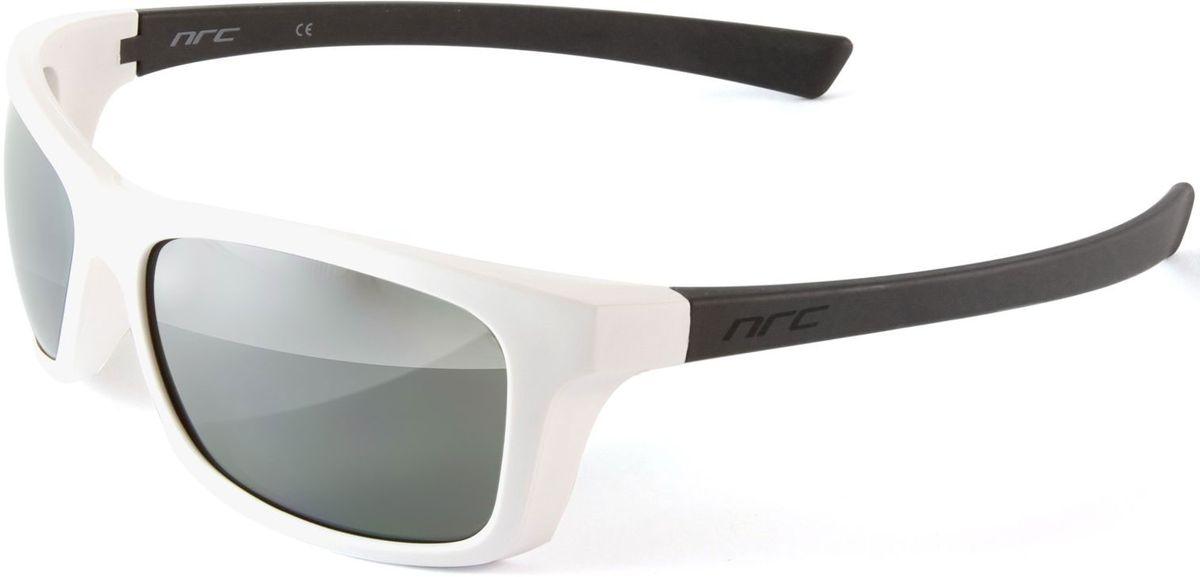 Очки солнцезащитные NRC, цвет: белый. 2100621006Бренд NRC представляет очки, предназначенные как для езды на велосипеде, так и для многих других видов спорта. NRC известен собственными фирменными разработками, адаптирующими очки под разные климатические условия, различное время суток, степень освещенности, а также под индивидуальные потребности каждого конкретного пользователя. Очки матовые белые Дымчатые линзы с градиентом Материал оправы –термопластичный эластомер (ТPE) Оправа - небьющаяся, гибкая, мягкая, легкая, удобная и безопасная Материал линзы - поликарбонат (РС) Покрытие –защитное от царапин[NOSCRATCH] Прозрачность -12% Категория фильтра -3 Вес -32,9 г Кривизна (изгиб) -8