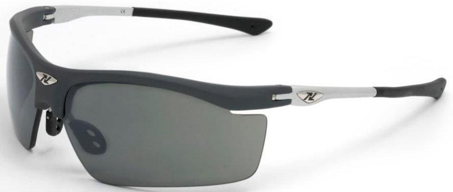 Очки солнцезащитные NRC, цвет: серый. 2101221012Бренд NRC представляет очки, предназначенные как для езды на велосипеде, так и для многих других видов спорта. NRC известен собственными фирменными разработками, адаптирующими очки под разные климатические условия, различное время суток, степень освещенности, а также под индивидуальные потребности каждого конкретного пользователя. Очки темно-серые Дымчатые фотохромные линзы
