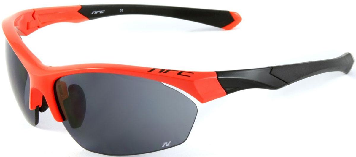 Очки солнцезащитные NRC, цвет: оранжевый. 2101321013Бренд NRC представляет очки, предназначенные как для езды на велосипеде, так и для многих других видов спорта. NRC известен собственными фирменными разработками, адаптирующими очки под разные климатические условия, различное время суток, степень освещенности, а также под индивидуальные потребности каждого конкретного пользователя. Очки блестящие(глянцевые) кораллово-черная Дымчатые линзы Материал оправы – нейлон (TR90) Оправа - регулируемые носоупоры, дужки, возможность использовать одновременно с обычными (рецептурными) очками Материал линзы - триацетат целлюлоза(TAC)поликарбонат (РС) -поляризованная[BIO] Покрытие –защитное от царапин, антибликовое, антизапотевающее, зеркальное Прозрачность -13% Категория фильтра -3 Вес -28,1 г Кривизна (изгиб) - 8