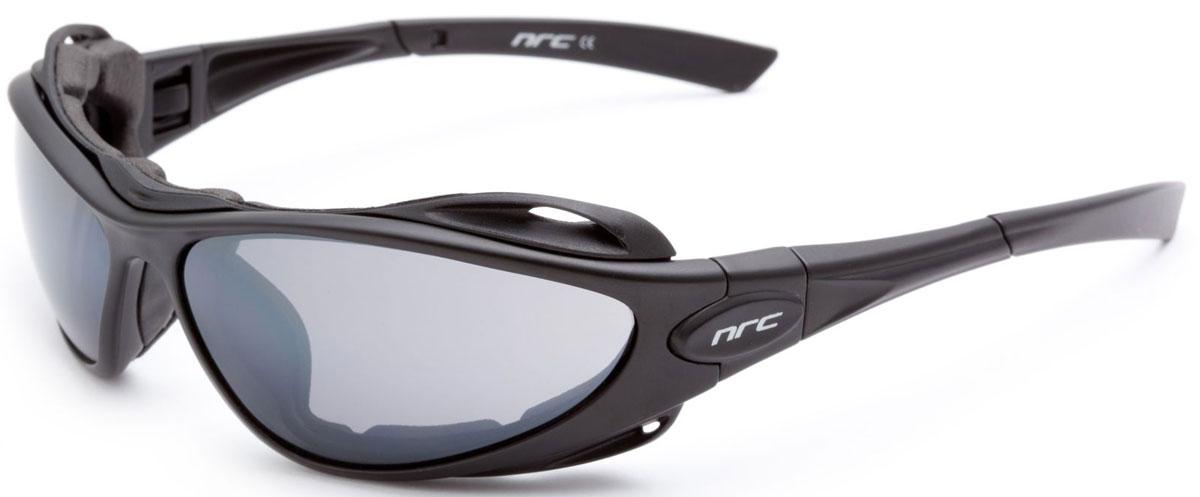 Очки солнцезащитные NRC, цвет: черный. 2102521025Бренд NRC представляет очки, предназначенные как для езды на велосипеде, так и для многих других видов спорта. NRC известен собственными фирменными разработками, адаптирующими очки под разные климатические условия, различное время суток, степень освещенности, а также под индивидуальные потребности каждого конкретного пользователя. Очки матовые черные Дымчатые линзы Материал оправы – нейлон (TR90) Оправа - съемные дужки с возможностью замены на ленту Материал линзы - поликарбонат (РС) Особенности линзы -поляризованная[BIO], фотохромная [MIMESI] Покрытие –защитное от царапин[NOSCRATCH], антизапотевающее Прозрачность -14% Категория фильтра -3 Вес -29,9 г Кривизна (изгиб) -10