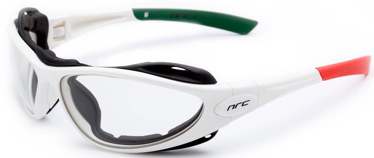 Очки солнцезащитные NRC, цвет: белый. 2102621026Бренд NRC представляет очки, предназначенные как для езды на велосипеде, так и для многих других видов спорта. NRC известен собственными фирменными разработками, адаптирующими очки под разные климатические условия, различное время суток, степень освещенности, а также под индивидуальные потребности каждого конкретного пользователя. Очки белые с итальянским триколором Дымчатые фотохромные линзы Материал оправы – нейлон (TR90) Оправа - съемные дужки с возможностью замены на ленту Материал линзы - поликарбонат (РС) Особенности линзы -поляризованная[BIO], фотохромная [MIMESI] Покрытие –защитное от царапин[NOSCRATCH], антизапотевающее Прозрачность -14% Категория фильтра -3 Вес -29,9 г Кривизна (изгиб) -10