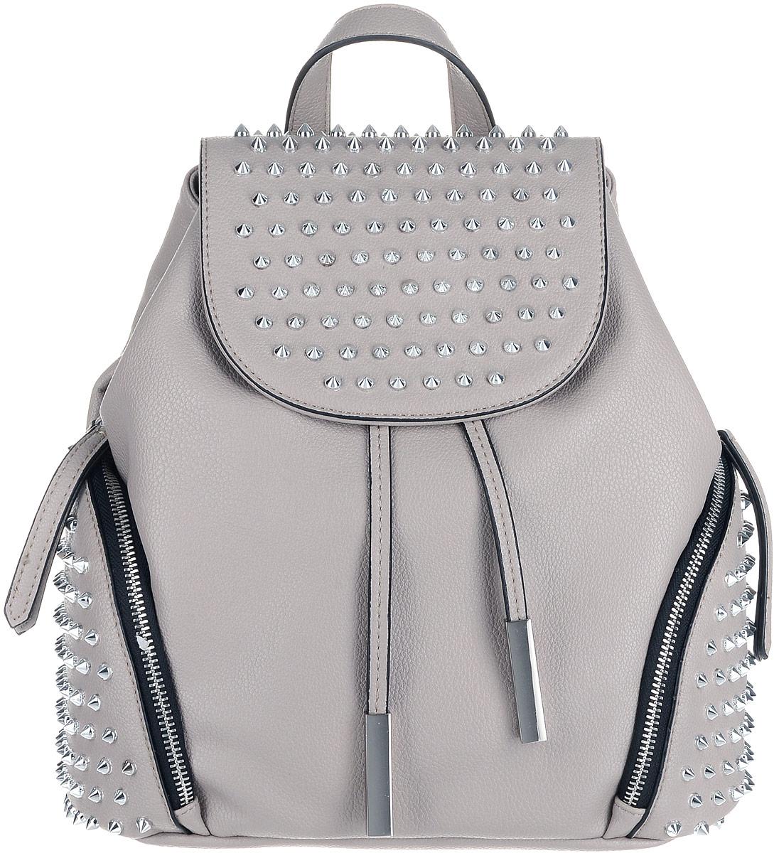 Рюкзак женский OrsOro, цвет: тауп. D-260/3D-260/3Экстравагантный женский рюкзак на затяжках и с крышкой-клапаном на магнитной кнопке, заставит обратить на себя внимание. Изделие имеет одно отделение, два боковых кармана на молнии. Внутри отделения находятся два накладных кармашка под сотовый телефон или для мелочей и один прорезной карман на застежке-молнии. Оригинальный дизайн глам панк выражают металлические шипы на крышке-клапане и боковых карманах рюкзака. Рюкзак обладает удобной ручкой сверху для переноски и двумя регулируемыми плечевыми ремнями-лямками.