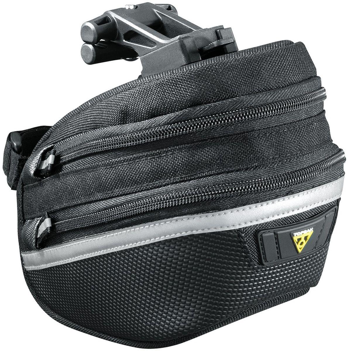 Сумка подсeдельная TOPEAK Wedge Pack II, с креплением, c чехлом, большаяTC2273BВысококачественная подседельная сумка с регулируемым объемом ( 1.25-1.65 L ). Пошита из прочнейшего материала, имеет светоотражающую полосу, крепление для мигалки и чехол от дождя. Емкость: 1.25-1.65 L. Система крепления QuickClick (быстросьемный механизм). Особенности: -регулируемый объем (для увеличения объема необходимо расстегнуть молнию); -светоотражающая полоса 3М; -крепление для мигалки; -чехол от дождя. Крепление: QuickClick (F25) к рамке седла и ремень на подседельный штырь. Материал: Нейлон. Размер: 18.5 x 11.5 x 13 см. Вес: 183 г.