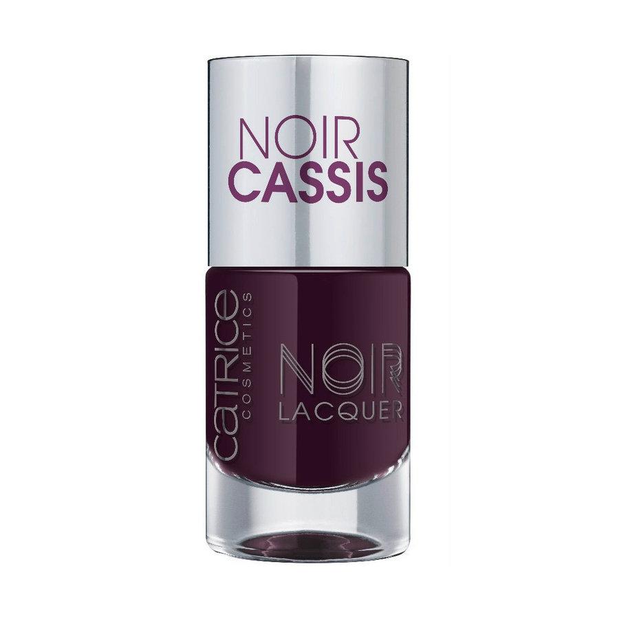 Catrice Лак для ногтей Noir Noir Lacquers 03 Noir Cassis баклажан 10 мл59914Стойкая формула и эффектный глянцевый блеск, новые лаки CATRICE Noir Noir Lacquers – словно коллекция «маленьких черных платьев» для ногтей! В каждом из них глубокий черный тон дополнен едва уловимой ноткой цвета – зеленого, синего, фиолетового или красного. Плотная текстура обеспечивает равномерное нанесение.