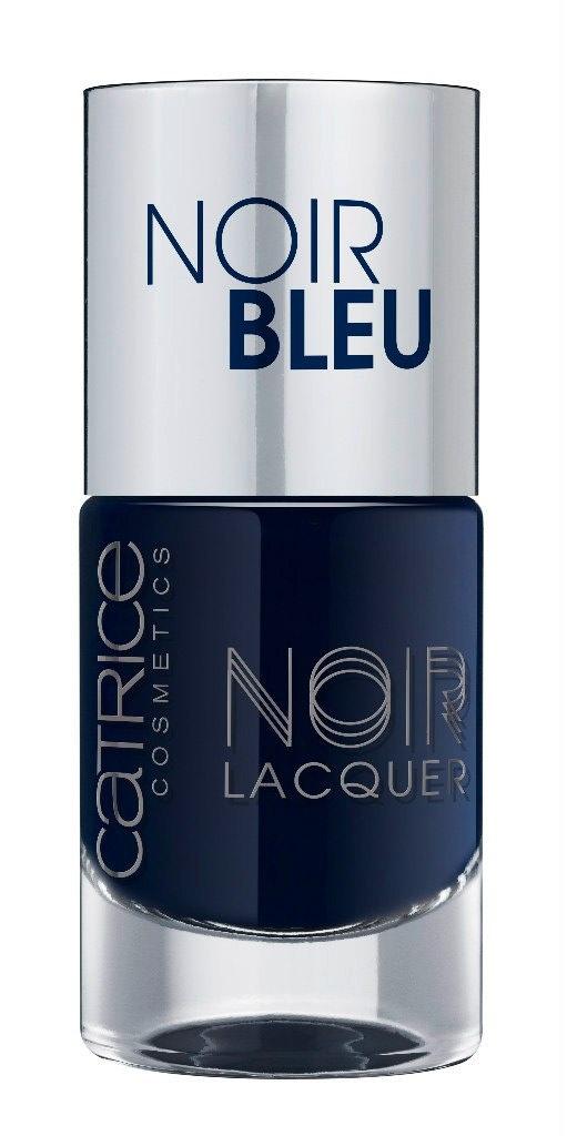Catrice Лак для ногтей Noir Noir Lacquers 04 Noir Bleu темно-синий 10 мл59915Стойкая формула и эффектный глянцевый блеск, новые лаки CATRICE Noir Noir Lacquers – словно коллекция «маленьких черных платьев» для ногтей! В каждом из них глубокий черный тон дополнен едва уловимой ноткой цвета – зеленого, синего, фиолетового или красного. Плотная текстура обеспечивает равномерное нанесение.