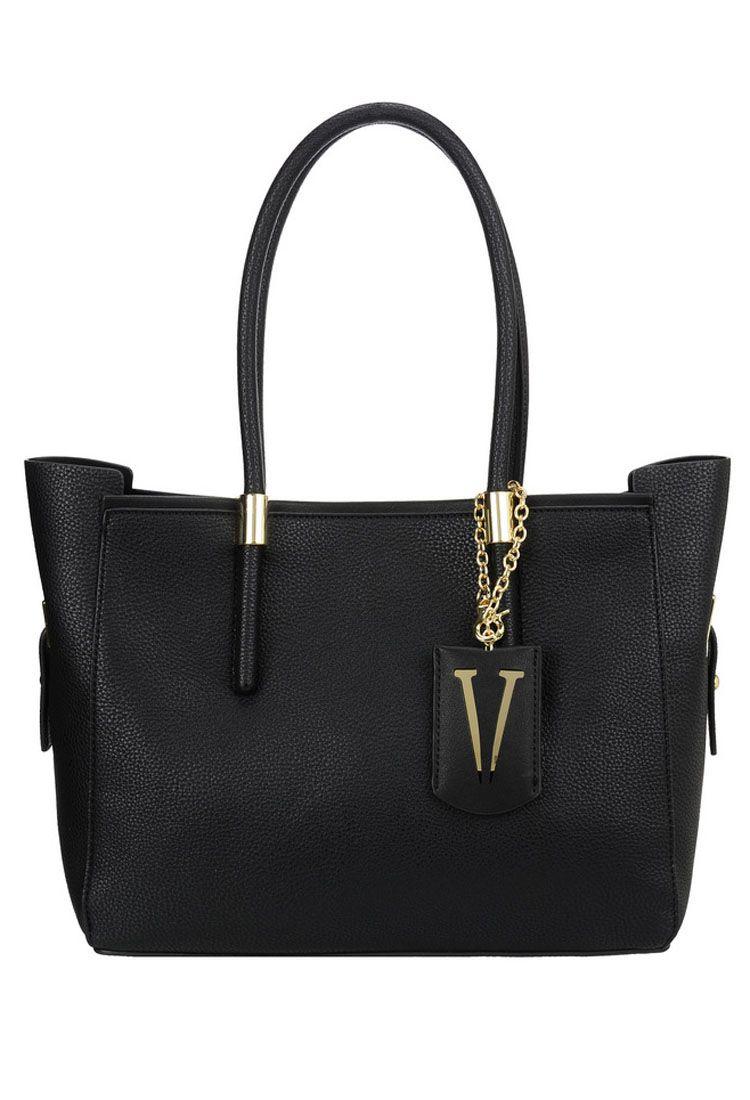 Сумка женская Vera Victoria Vito, цвет: черный. 32-615-132-615-1Универсальная сумка Vera Victoria Vito выполнена из экокожи без лишней отделки в стиле минимализма. Имеет лаконичный дизайн, строгую геометрическую форму и актуальный цвет. Модель застёгивается на магнитную кнопку. Внутри сумочка из эко-кожи на молнии, которая не отстёгивается от основного изделия, с карманом для паспорта и кармашками для мелочей. Аксессуар подойдёт для каждодневной носки на работу и деловых встреч.