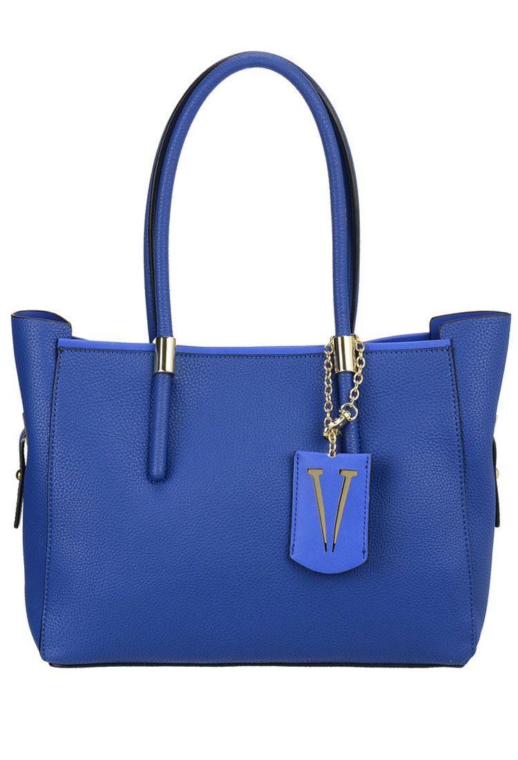 Сумка женская Vera Victoria Vito, цвет: синий. 32-615-532-615-5Универсальная сумка VV-Vito выполнена из эко-кожи без лишней отделки в стиле минимализма. Имеет лаконичный дизайн, строгую геометрическую форму и актуальный цвет. Модель застёгивается на магнитную кнопку. Внутри сумочка из эко-кожи на молнии, которая не отстёгивается от основного изделия, с карманом для паспорта и кармашками для мелочей. Аксессуар подойдёт для каждодневной носки на работу и деловых встреч.