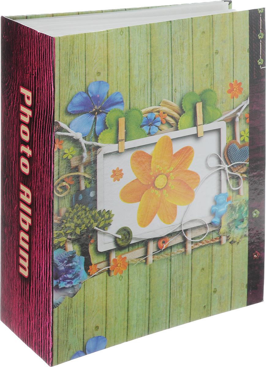 Фотоальбом Pioneer Red & White 2, 304 фотографии, цвет: салатовый, 10 x 15 см46438 LM-4R304Фотоальбом Pioneer Fresh Aroma поможет красиво оформить ваши самые интересные фотографии. Обложка из толстого ламинированного картона оформлена принтом. Фотоальбом рассчитан на 300 фотографий форматом 10 x 15 см. Внутри содержится блок из 75 листов с окошками из полипропилена, одна страница оформлена двумя окошками для фотографий. Такой необычный фотоальбом позволит легко заполнить страницы вашей истории, и с годами ничего не забудется. Тип обложки: картон. Тип листов: полипропиленовые. Тип переплета: высокочастотная сварка. Материалы, использованные в изготовлении альбома, обеспечивают высокое качество хранения ваших фотографий, поэтому фотографии не желтеют со временем