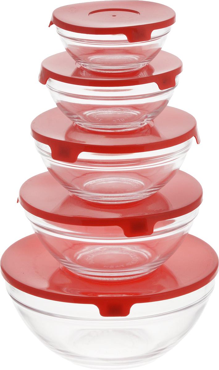 Набор салатников Wellberg Comfort, с крышками, цвет: прозрачный, красный, 5 шт8450WBНабор Wellberg Comfort состоит из 5 круглых салатников, выполненных из прочного стекла, и 5 пластиковых крышек. Изделия прекрасно подходят для сервировки салатов и закусок, маленькие салатники идеальны для подачи соусов. Поверхность изделий гладкая и ровная, легко чистится. Салатники снабжены плотно закрывающимися крышками, благодаря которым продукты удобно хранить в холодильнике. Такой набор станет практичным приобретением для вашей кухни. Изделия можно мыть в посудомоечной машине и использовать в микроволновой печи. Диаметр салатников: 9 см, 10,5 см, 12,5 см, 14 см, 17 см. Высота салатников: 4 см, 4,8 см, 5,5 см, 6,2 см, 9 см. Объем салатников: 150 мл, 200 мл, 350 мл, 500 мл, 900 мл.