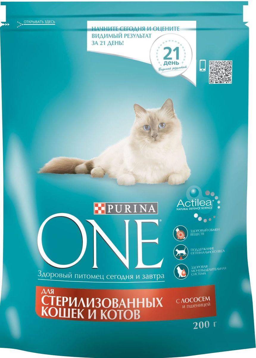 Корм сухой Purina One Sterilized для стерилизованных кошек и котов, с лососем и пшеницей, 200 г58598Состав корма Purina ONE® был специально подобран ветеринарами таким образом, чтобы поддерживать здоровый обмен веществ у кошек и котов, прошедших процедуру стерилизации или кастрации. Дело в том, что им требуется меньше калорий для поддержания нормальной жизнедеятельности и активности, чем собратьям с сохраненной половой функцией. И сухой корм для стерилизованных кошек и кастрированных котов Purina ONE® с лососем и пшеницей обеспечивает питомцам необходимый уровень насыщения за счет более высокого (на 15% больше) содержания белка по отношению к жиру, чем в других кормах линейки. Благодаря этому удается избежать набора лишнего веса и риска ожирения у питомцев. МЕ/кг: витамин А: 36 960; витамин D3:1 120; витамин E: 770. Мг/кг: витамин С: 160, таурин: 780; железо: 253; йод: 3,2; медь: 50; марганец: 105; цинк: 428, селен: 0,29. Белок 37,0%, жир 13,0%, сырая зола 7,5%, сырая клетчатка 4,0%.