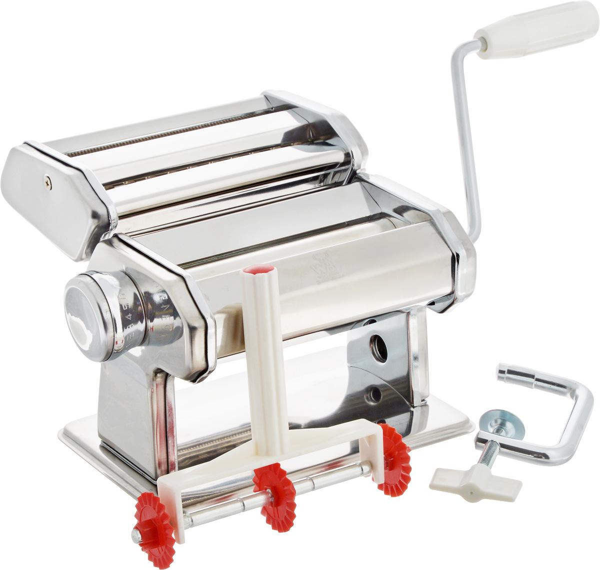 Лапшерезка ручная Wellberg901 WBРучная лапшерезка Wellberg изготовлена из высококачественной нержавеющей стали с зеркальной полировкой. Изделие прекрасно подходит для раскатки теста для лазаньи, домашней лапши или пасты. Лапшерезка оснащена валиком для раскатки теста и съемной ручкой. В комплекте - струбцина для крепления к столу и насадка для приготовления пасты. Принцип работы лапшерезки очень прост: вращая рукоятку, вы запускаете валики, которые позволяют раскатать идеально тонкое тесто, с помощью ручки раскатанное тесто также можно разрезать на узкие или широкие полоски. Для удобства использования ручка оснащена пластиковой вставкой. Лапшерезка Wellberg имеет 9 режимов толщины раскатки теста и позволяет нарезать 2 вида лапши. Размер лапшерезки: 22 х 20 х 15 см. Ширина валика тестопрокатки: 15 см. Ширина спагетти: 0,6; 1,0 мм.