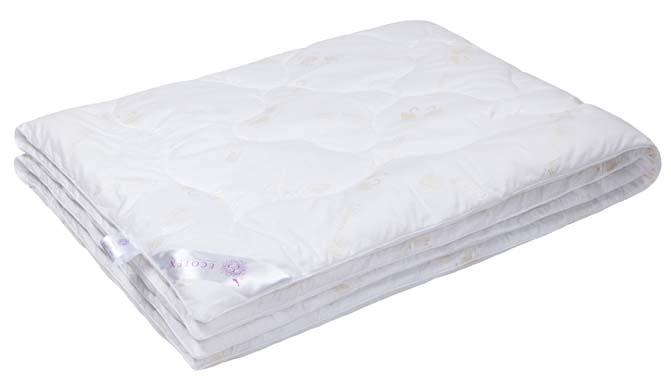 Одеяло Ecotex Лебяжий пух, наполнитель: синтепух, цвет: белый, 140 х 205 смОЛС1- экологичность; - воздухопроницаемость; - долговечность; - легкость в уходе: легко стирается, быстро сохнет.