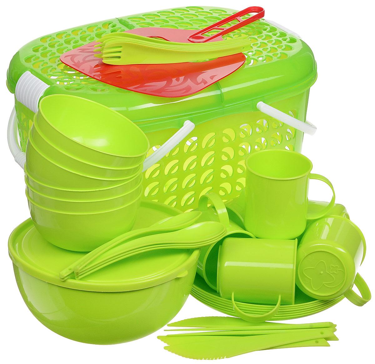 Набор для пикника Plastic Centre, цвет: светло-зеленый, на 6 персонПЦ1842ЛМНабор для пикника на 6 персон – это все, что нужно для организации загородной поездки. Легкую посуду удобно взять с собой. Яркие цвета и привлекательный дизайн создадут уютную атмосферу и дополнят радостные моменты на природе. Прочный пластик подходит для многократного использования. Корзина-переноска позволит вместить не только сам набор, но и еду для пикника. Комплектация: корзина-переноска, 1 большая миска, 6 маленьких мисок, 6 тарелок, 6 кружек, столовые приборы.
