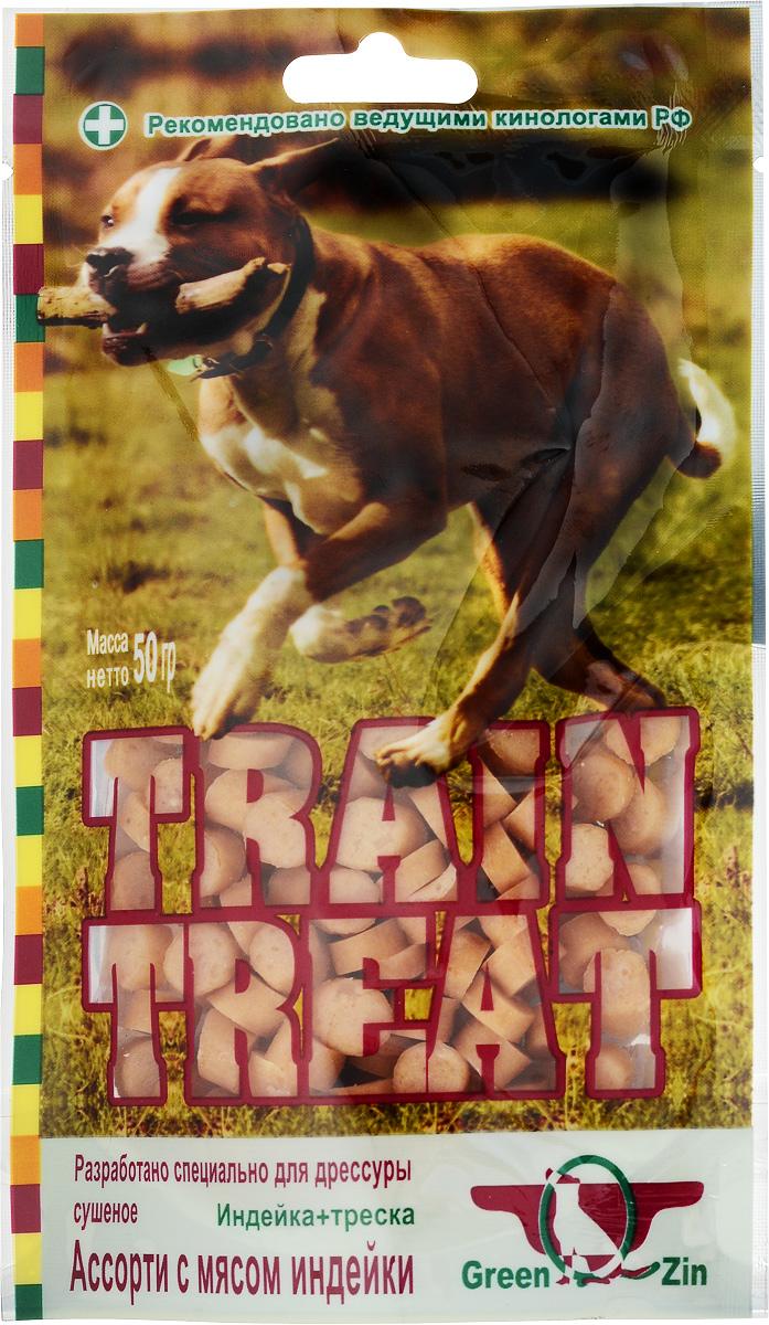 Лакомство для собак GreenQZin Train Treat, индейка с треской, 50 г2T-T50pЛакомство для собак GreenQZin Train Treat - удачное сочетание океанской рыбы и диетического мяса индейки. Морепродукты богаты фосфором, йодом, натрием, фтором и другими микроэлементами, необходимыми для развития умственных способностей вашего питомца. Регулярное употребление лакомства положительно скажется на развитии памяти и восприимчивости ко всему новому. Богатое белком, с низким содержанием холестерина, филе индейки придает лакомству изысканный вкус. Ученые выяснили, что рыбно-мясная комбинация в рационе собаки создает исключительно богатую гамму вкусовых ощущений, задействуя одновременно различные вкусовые рецепторы на языке собаки, что способствует разностороннему развитию головного мозга. Способ применения: используется как вкусо-поощрительный метод при дрессировке собак, который основан на пищевом раздражителе. При применении этого приема: - гораздо быстрее вырабатывается условный рефлекс; - заметно повышается заинтересованность собаки в...