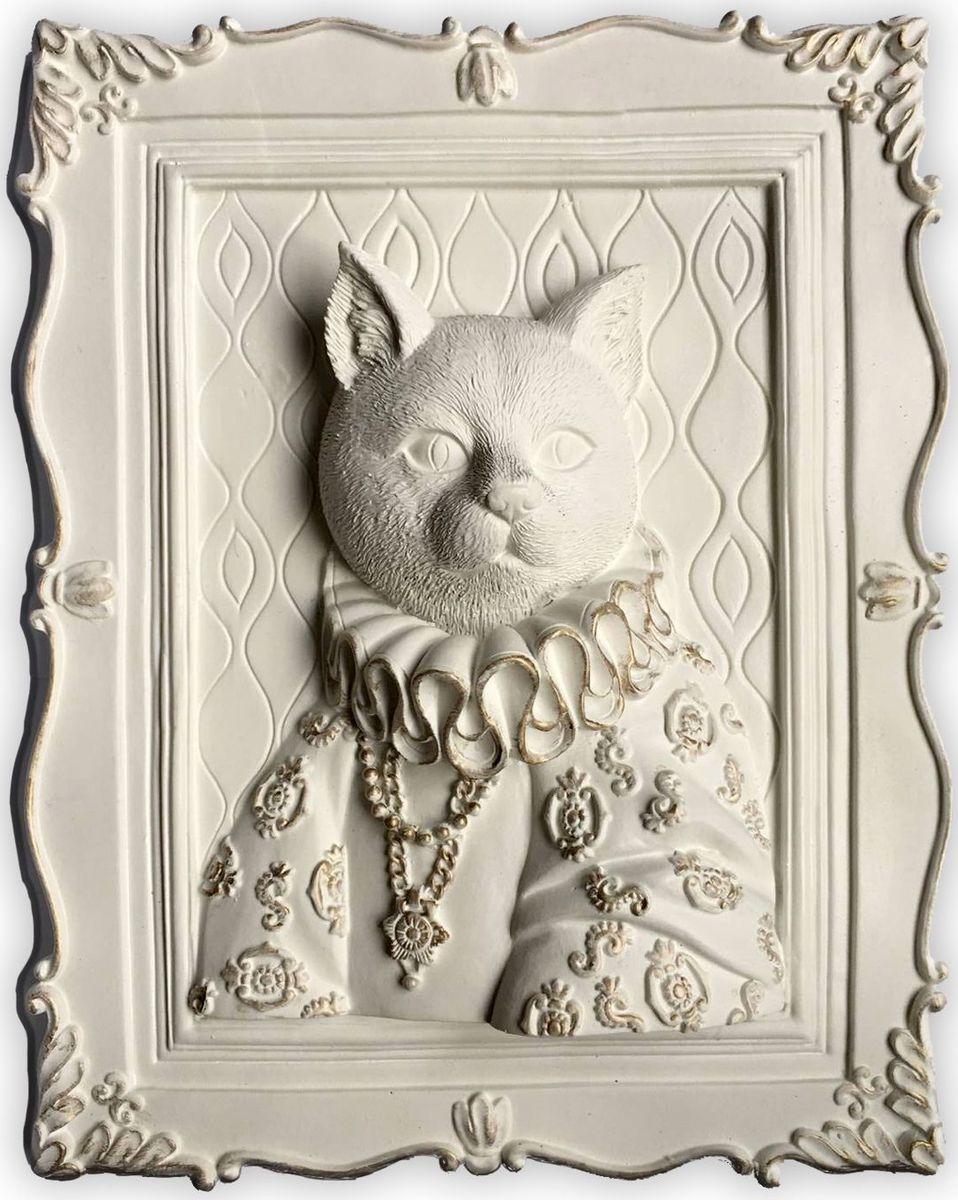 Украшение декоративное Magic Home Кошка, 23 х 19 х 5 см. 4465744657Украшение декоративное Кошка (из полирезины). Такое украшение не только подчеркнет ваш изысканный вкус, но и станет прекрасным подарком для родных и близких.
