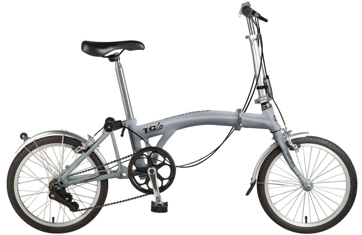 Велосипед детский Novatrack TG-30 Classic, цвет: серый, 2020FTG301.GR7Перед вами современный, удобный и безопасный складной велосипед, катаясь на котором ребенок не только будет укреплять здоровье и развиваться физически, но и получит море удовольствия. Велосипед Novatrack TG-20 classic благодаря своей универсальности подойдет подойдёт абсолютно всем . Его отличает надежность, неприхотливость и отличная управляемость – несмотря на то, что велосипед можно отнести к категории городских, он отлично показывает себя на парковых и дачных дорогах. Стильная расцветка, усиленный багажник, ножной тормоз – это еще не все преимущества данной модели. Велосипед оснащен защитой цепи, которая обезопасит нижнюю часть одежды от попадания в механизм. Мягкое и удобное сидение велосипеда позволит с комфортом кататься хоть по несколько часов подряд. Сидение и руль регулируются по высоте и надежно фиксируются. Встроенная подножка позволяет велосипеду принять устойчивое положение во время стоянки. Прочная стальная рама складывается пополам, что позволяет перевозить велосипед в...