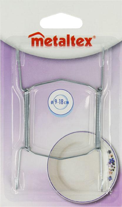 Держатель для тарелок Metaltex20.90.01Удобный настенный держатель для декоративных тарелок Metaltex выполнен из латуни. Держатель крепится к стене на петлю. При помощи специальных пружин держатель можно регулировать под необходимый размер тарелки (от 9 см до 18 см). Такой держатель поможет оригинально украсить интерьер вашей кухни. Характеристики: Материал: латунь. Размер: 11 см х 6,5 см. Производитель: Италия. Артикул: 20.90.01.