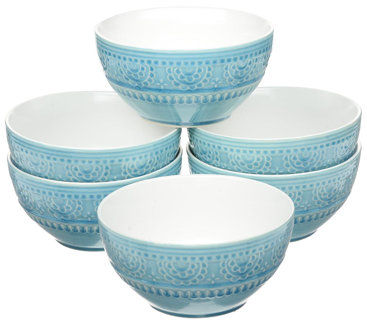Набор салатников Tongo, диаметр 17 см, 6 штBOW-17b_голубая бирюза, белыйНабор Tongo состоит из 6 круглых салатников, выполненных из высококачественной керамики. Глазурованное покрытие обеспечивает легкую очистку. Декоративная техника придает посуде этнический шарм, с элементами старения, в виде паутинки мелких трещинок на поверхности эмали, что повышает ее привлекательность и ценность среди посудных аналогов. Изделия обладают высокой термостойкостью, а также экологичностью и долговечностью. Салатники отлично подходят для сервировки закусок, соусов, салатов. Легко штабелируются, что позволяет складывать салатники друг в друга и экономить место при хранении. Салатники практичны, функциональны и имеют лаконичный классический дизайн. Такой набор салатников станет отличным приобретением для вашей кухни. Можно мыть в посудомоечной машине и использовать в микроволновой печи. Диаметр салатника (по верхнему краю): 16 см. Высота салатника: 8 см.